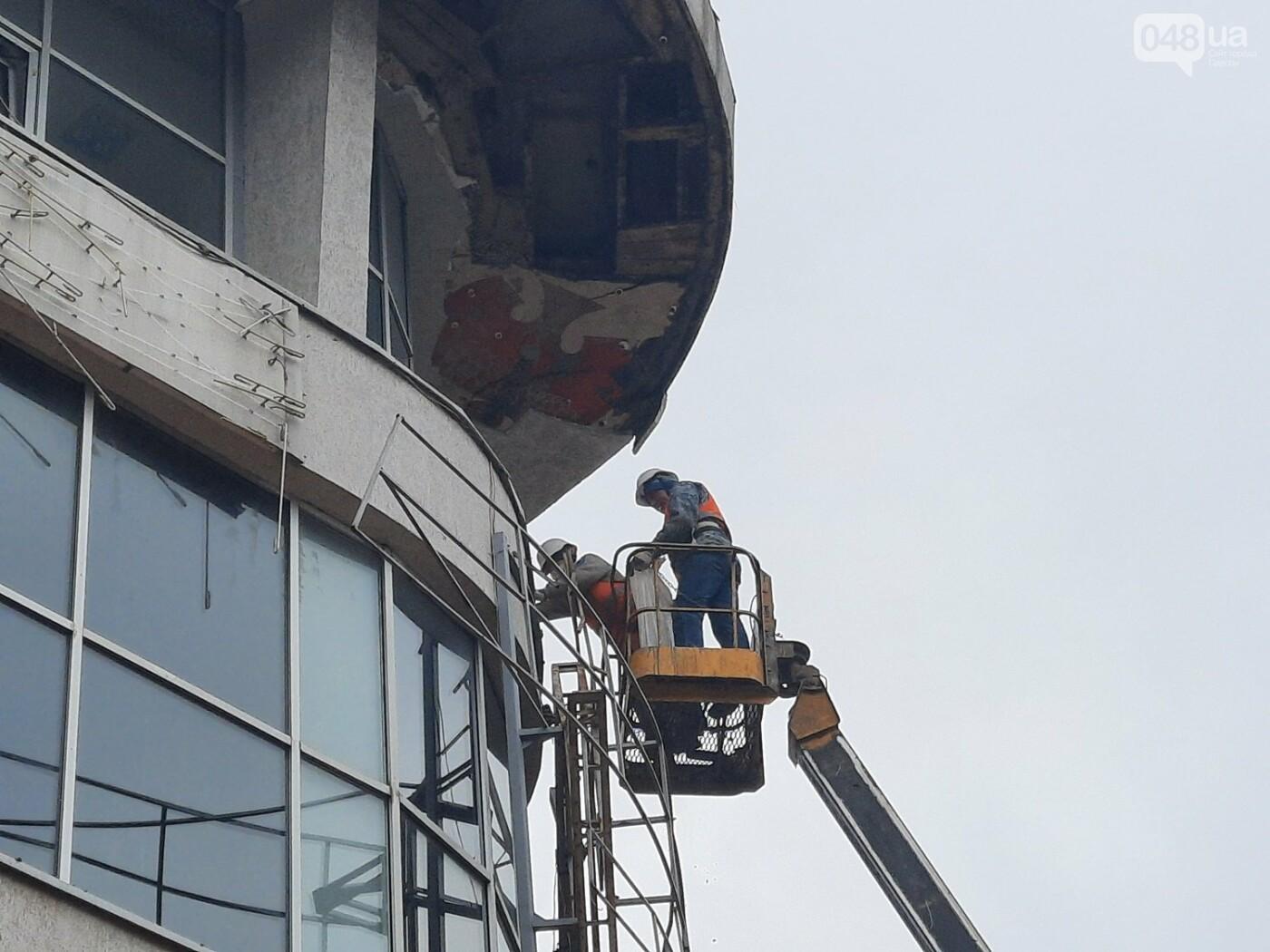 В Одессе на Дерибасовской ликвидируют последствия обвала фасада, - ФОТО, ВИДЕО , фото-8