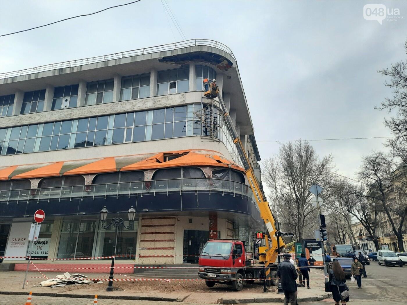 В Одессе на Дерибасовской ликвидируют последствия обвала фасада, - ФОТО, ВИДЕО , фото-7