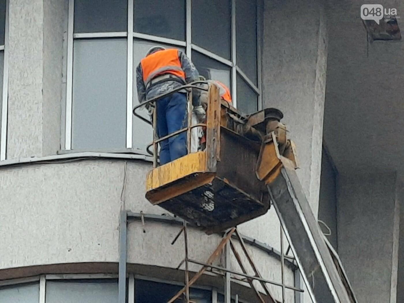 В Одессе на Дерибасовской ликвидируют последствия обвала фасада, - ФОТО, ВИДЕО , фото-13