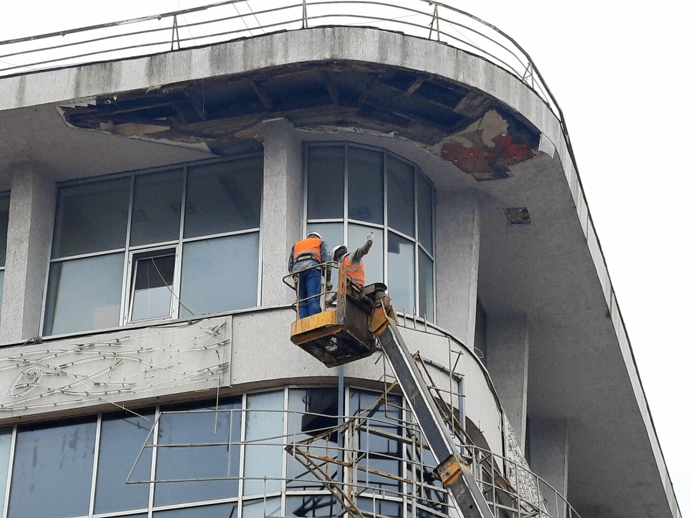 В Одессе на Дерибасовской ликвидируют последствия обвала фасада, - ФОТО, ВИДЕО , фото-12