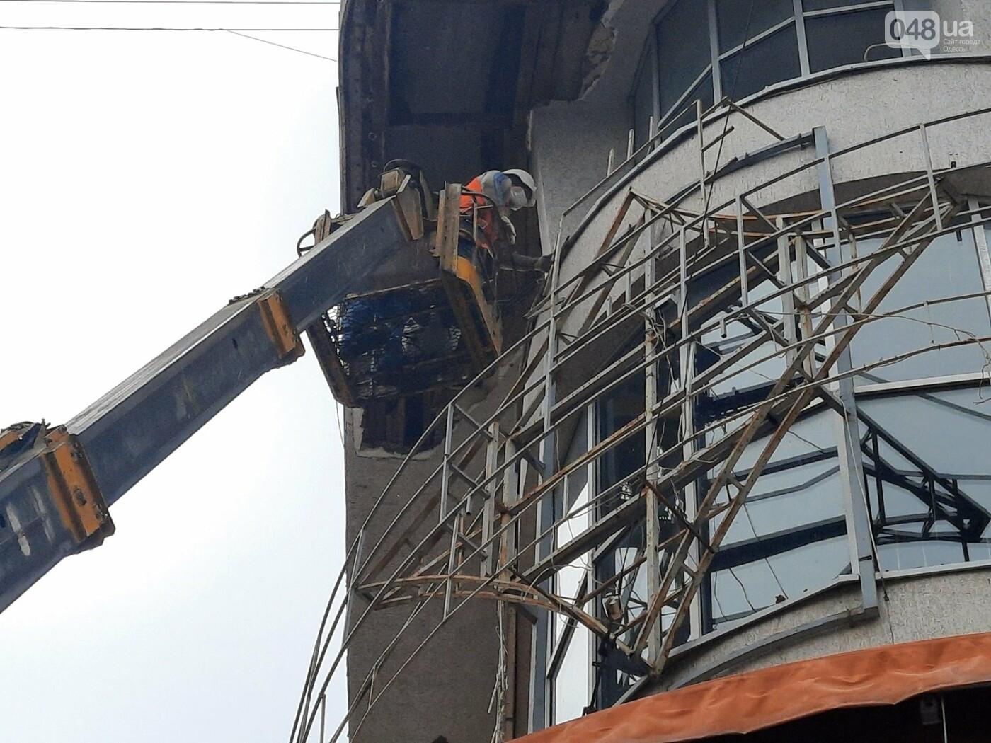 В Одессе на Дерибасовской ликвидируют последствия обвала фасада, - ФОТО, ВИДЕО , фото-11