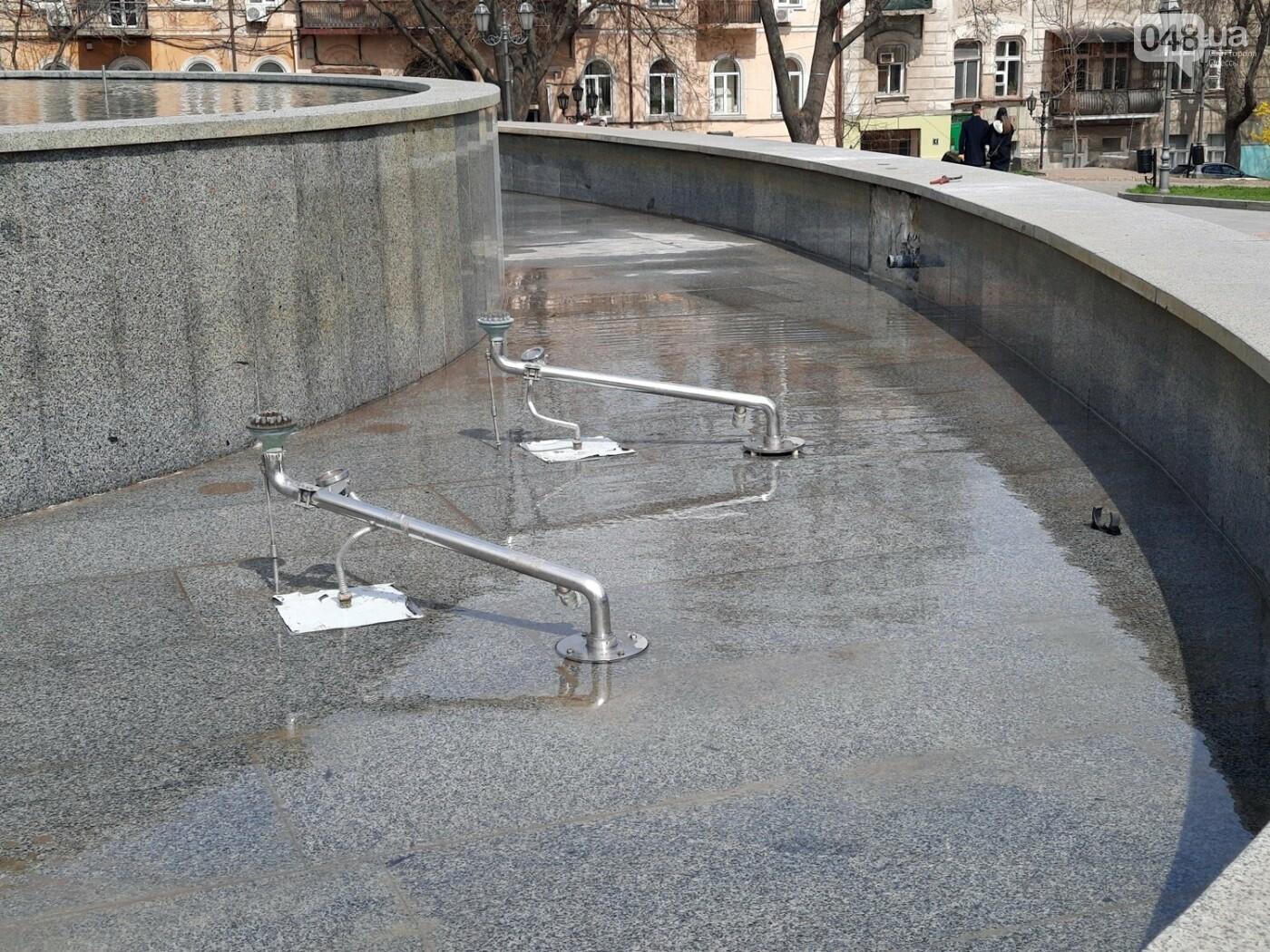Вандалы сломали главный фонтан Одессы, - ФОТО, фото-4