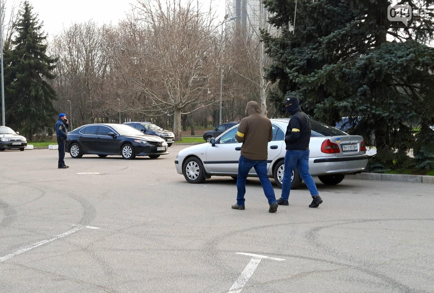 В Одессе неизвестные в масках и балаклавах окружили здание обладминистрации, - ФОТО, фото-5