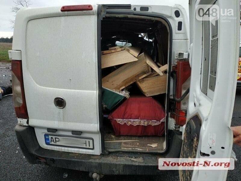 Микроавтобус, который вез в Одессу умерших от COVID-19, попал в ДТП,- ФОТО, ВИДЕО, фото-1