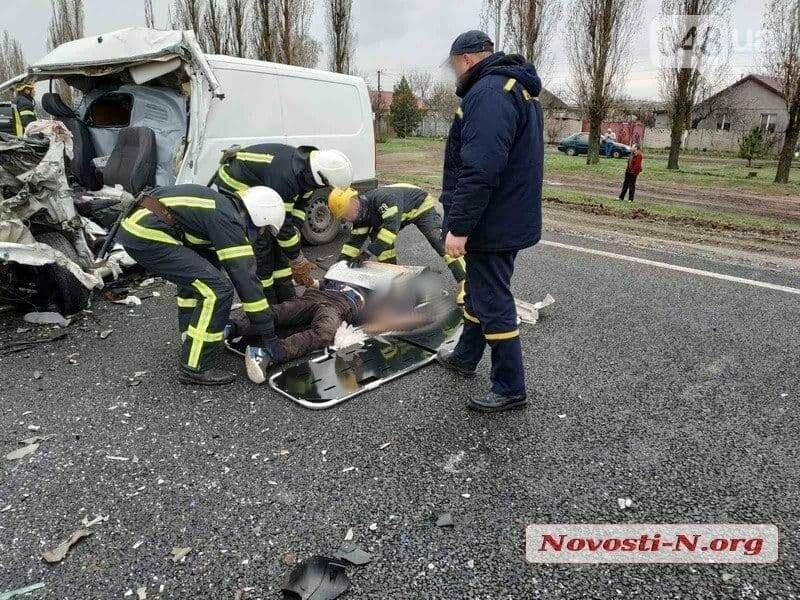 Микроавтобус, который вез в Одессу умерших от COVID-19, попал в ДТП,- ФОТО, ВИДЕО, фото-2