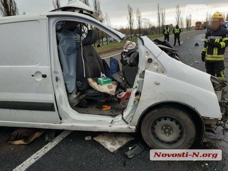Микроавтобус, который вез в Одессу умерших от COVID-19, попал в ДТП,- ФОТО, ВИДЕО, фото-4
