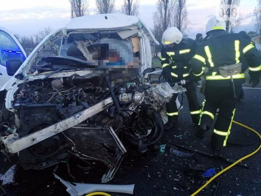 Микроавтобус, который вез в Одессу умерших от COVID-19, попал в ДТП,- ФОТО, ВИДЕО, фото-5