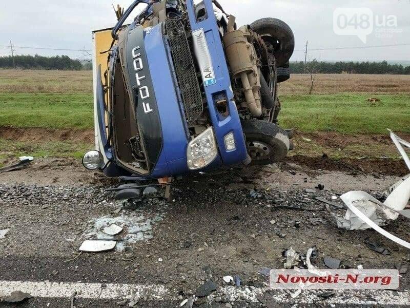 Микроавтобус, который вез в Одессу умерших от COVID-19, попал в ДТП,- ФОТО, ВИДЕО, фото-3