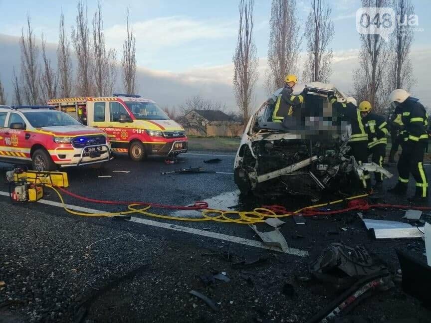 Микроавтобус, который вез в Одессу умерших от COVID-19, попал в ДТП,- ФОТО, ВИДЕО, фото-6