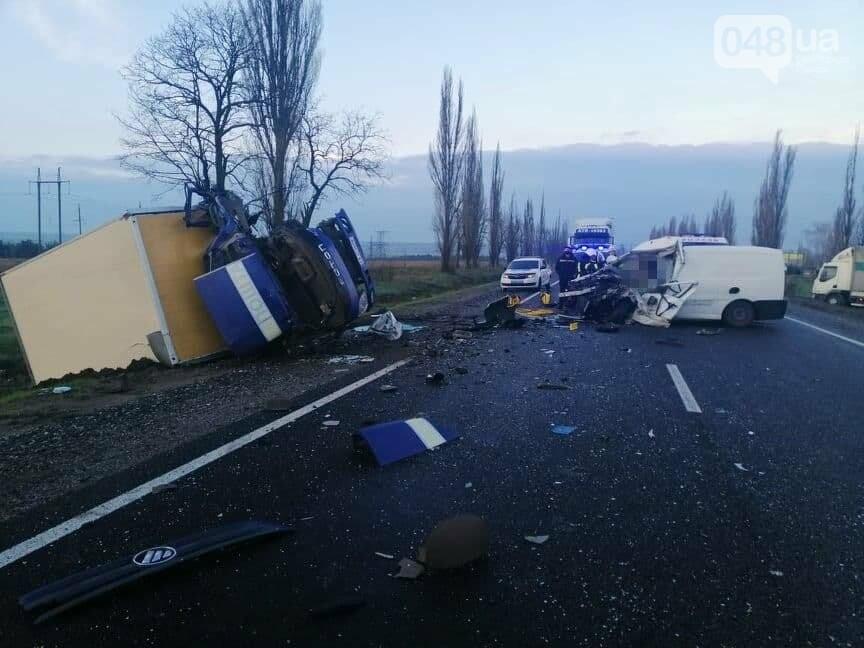 Микроавтобус, который вез в Одессу умерших от COVID-19, попал в ДТП,- ФОТО, ВИДЕО, фото-7