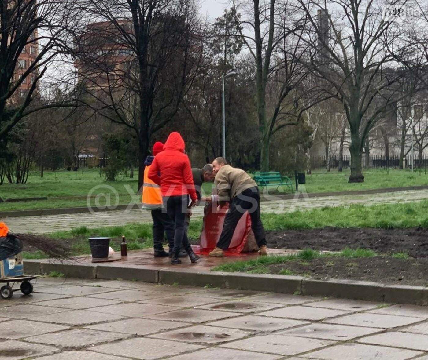 В Одессе второй раз за месяц осквернили памятный знак погибшим в зоне АТО и ООС воинам, - ФОТО, фото-1