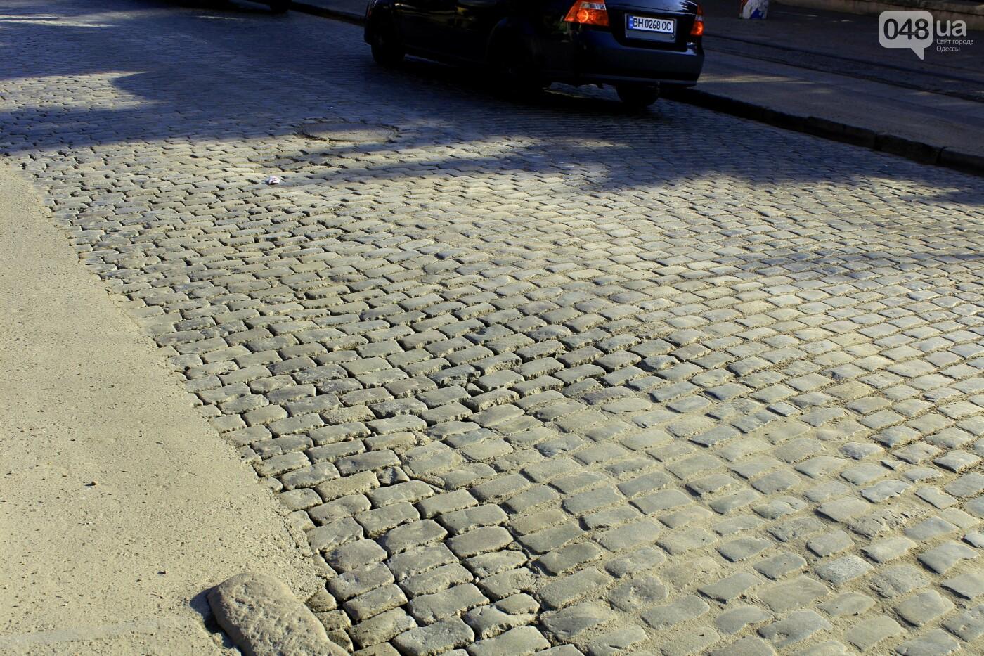 На Французском бульваре перестилают брусчатку: автомобили едут по рельсам, - ФОТО, ВИДЕО , фото-12
