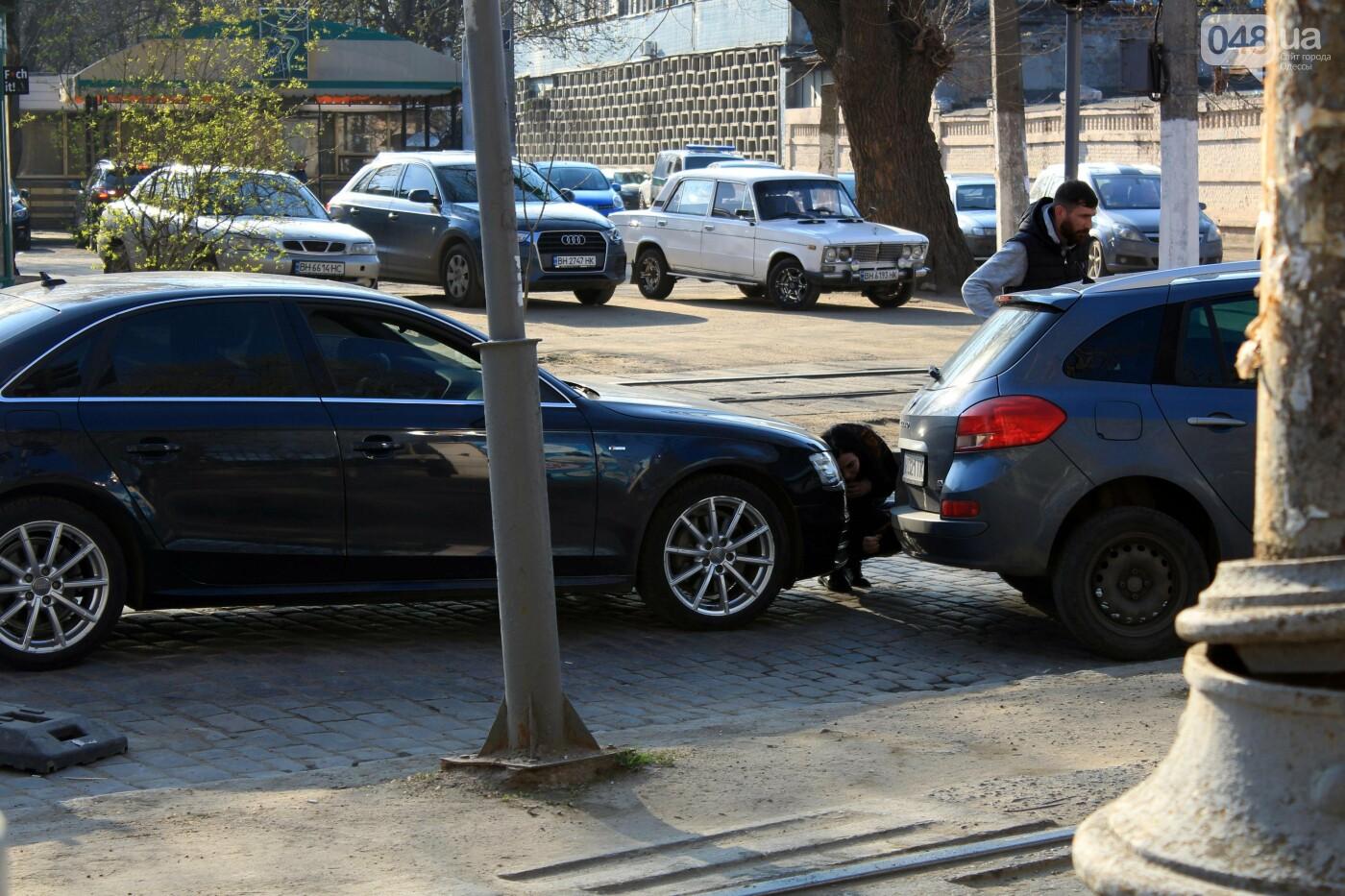 На Французском бульваре перестилают брусчатку: автомобили едут по рельсам, - ФОТО, ВИДЕО , фото-13