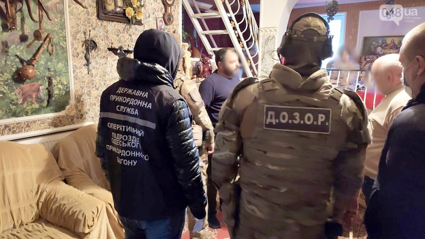Более ста жертв: пограничники и одесские полицейские ликвидировали трансграничный канал торговли людьми, - ФОТО, ВИДЕО, фото-1