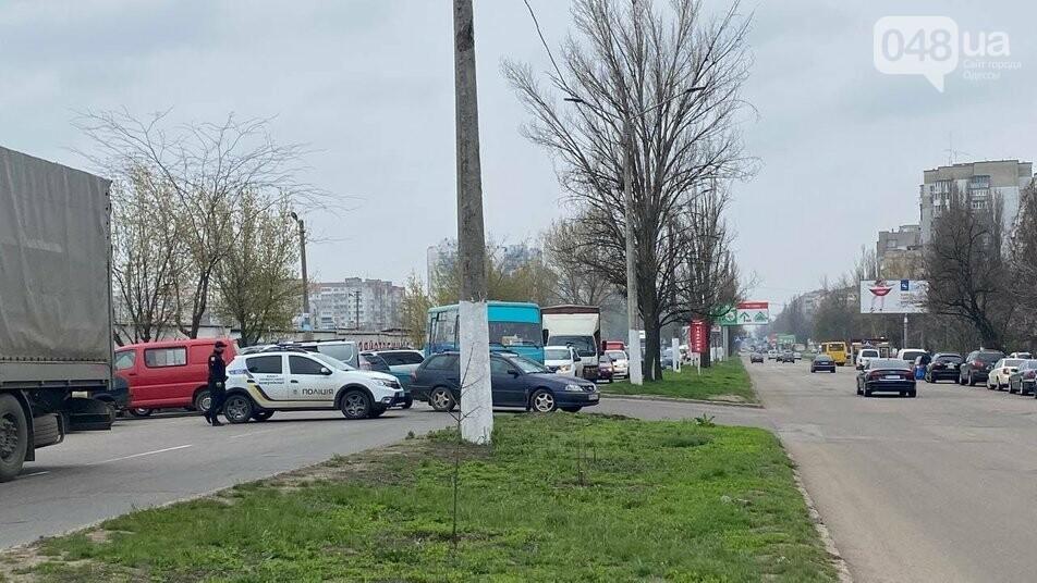 В Одессе предприниматели с рынка перекрыли дорогу из-за карантинных ограничений,-ФОТО, фото-2