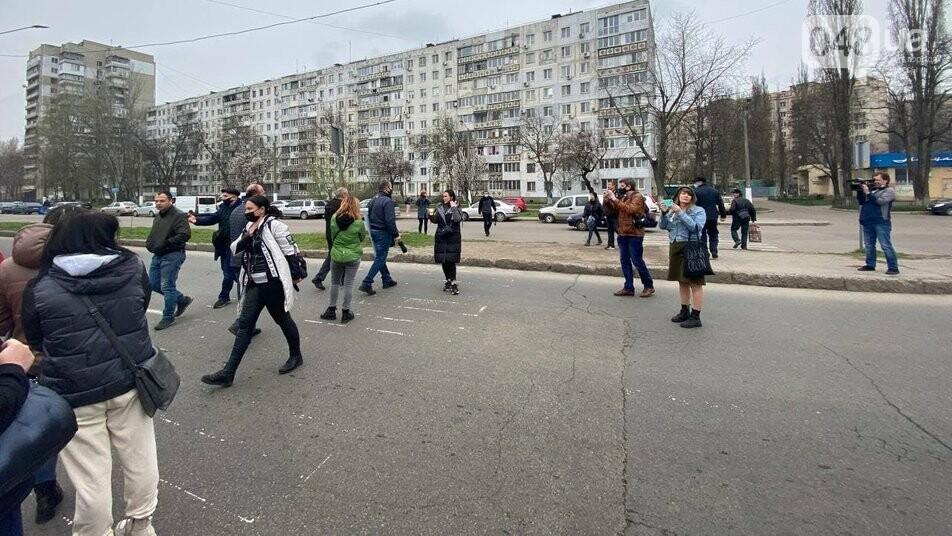 В Одессе предприниматели с рынка перекрыли дорогу из-за карантинных ограничений,-ФОТО, фото-1
