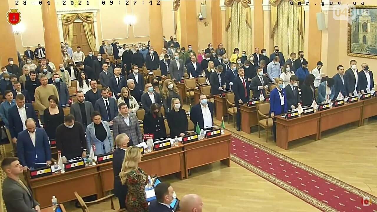Депутаты на сессии горсовета почтили память погибших 2 мая в Одессе, - ФОТО, фото-1