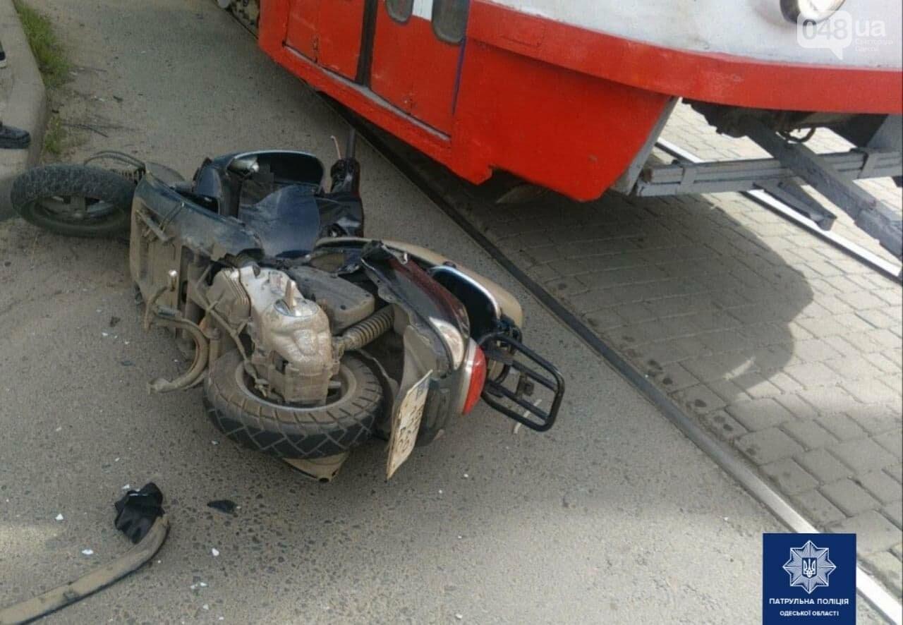 В Одессе водитель мопеда попал под колёса автомобиля и был госпитализирован, - ФОТО, фото-2