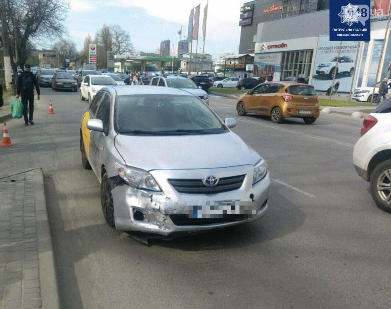 В Одессе водитель мопеда попал под колёса автомобиля и был госпитализирован, - ФОТО, фото-1