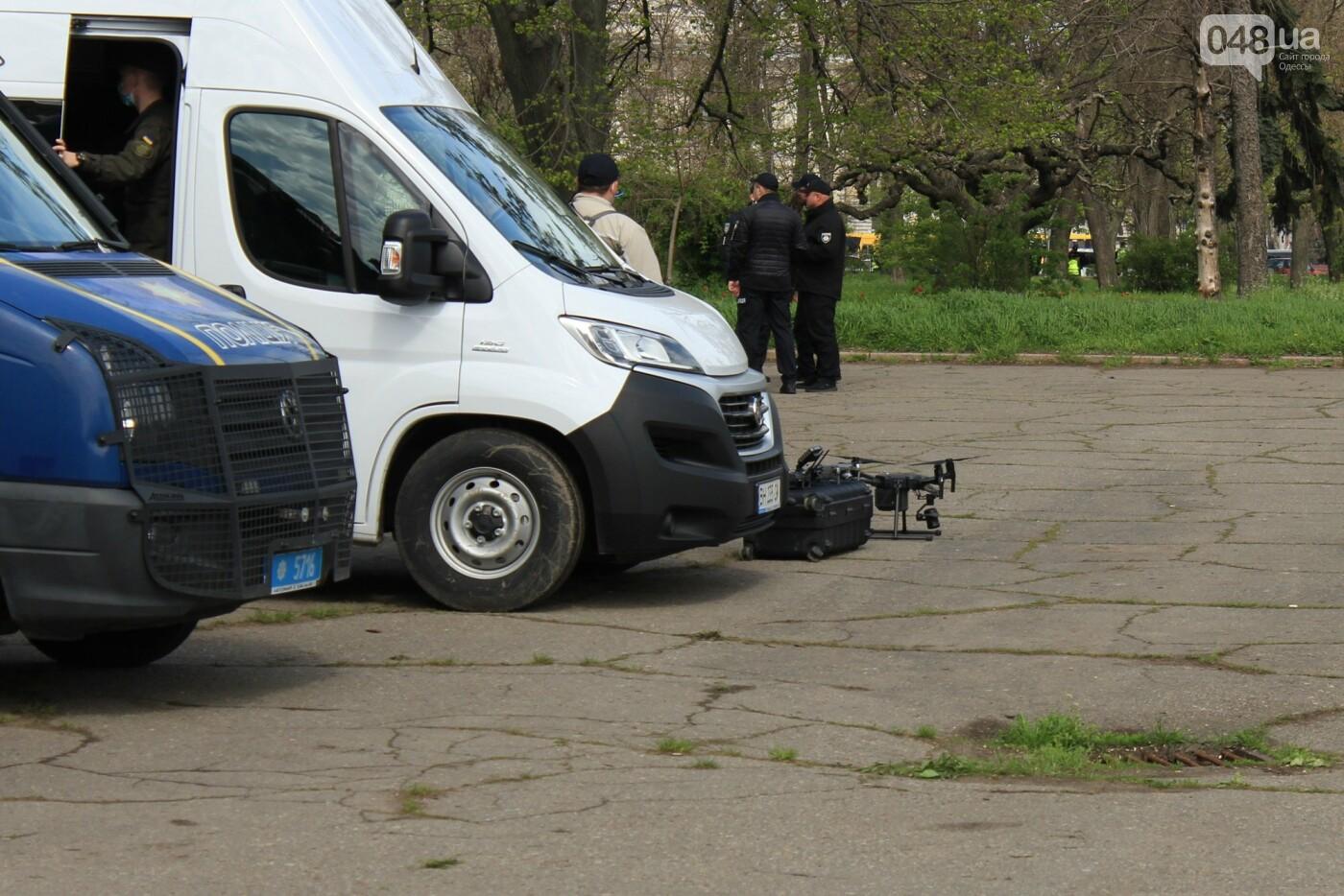 В Одессе к Дому профсоюзов несут цветы под присмотром полиции и медиков, - ФОТО, ВИДЕО , фото-25