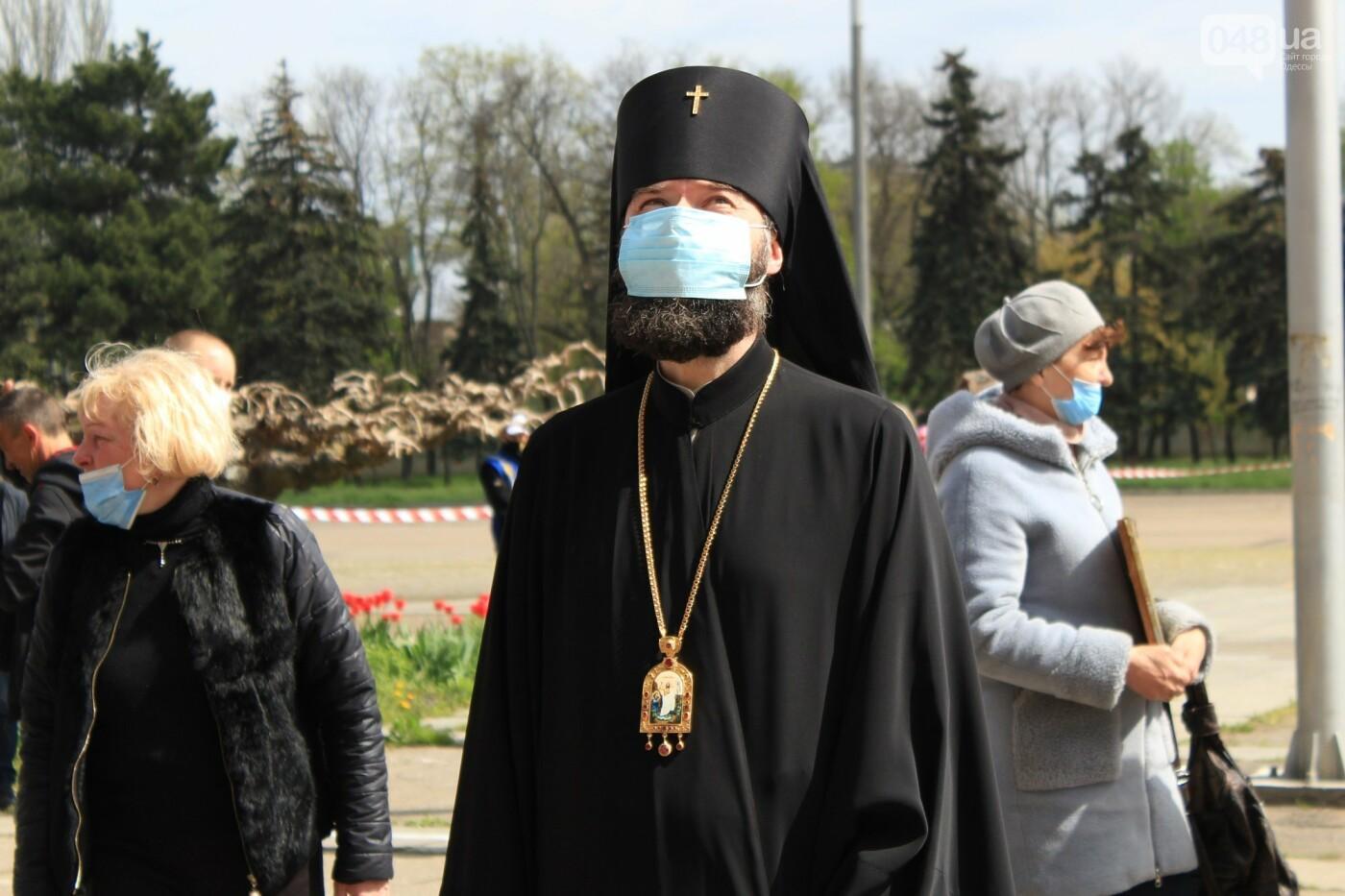 В Одессе к Дому профсоюзов несут цветы под присмотром полиции и медиков, - ФОТО, ВИДЕО , фото-38