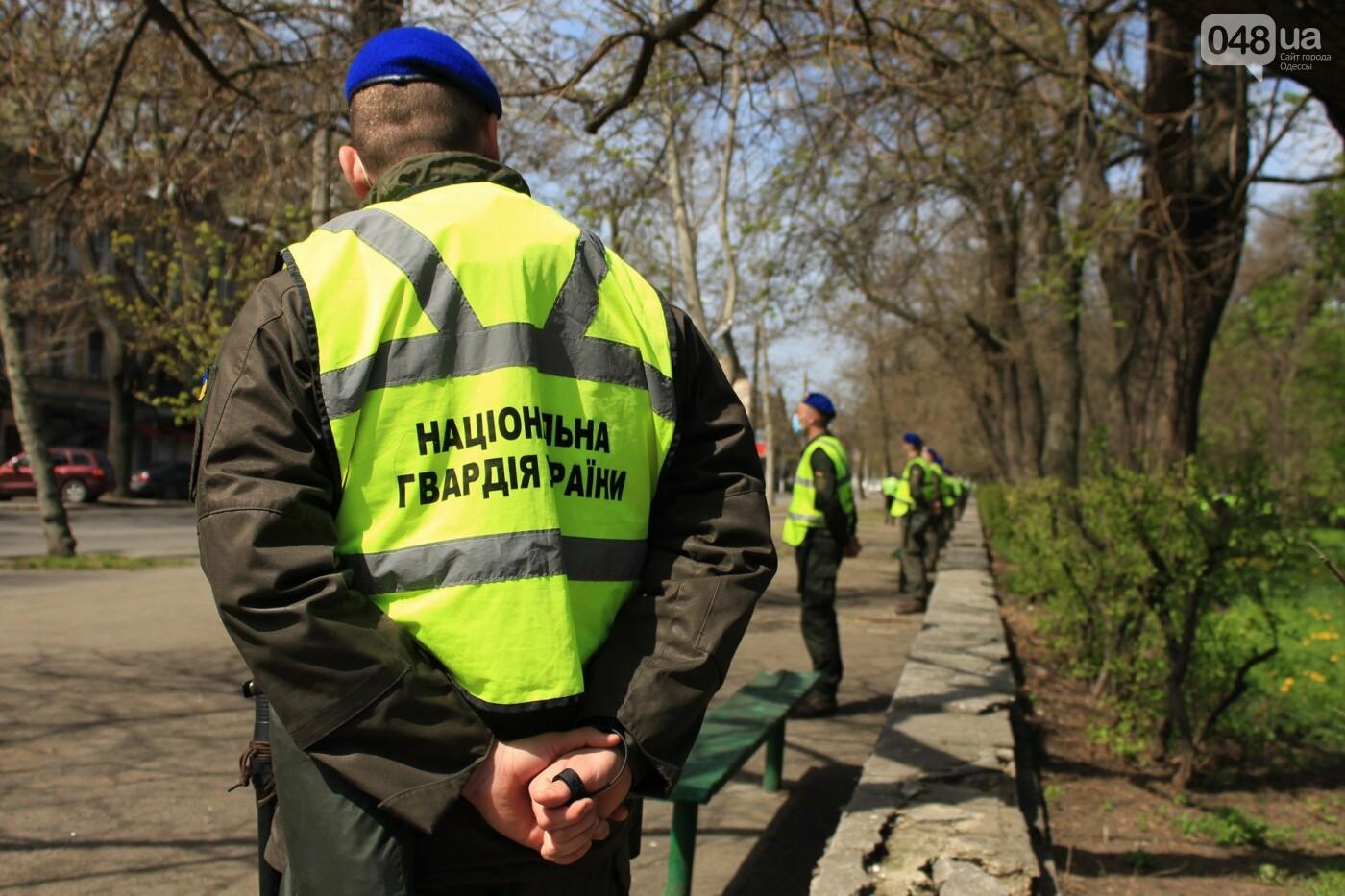 В Одессе к Дому профсоюзов несут цветы под присмотром полиции и медиков, - ФОТО, ВИДЕО , фото-45