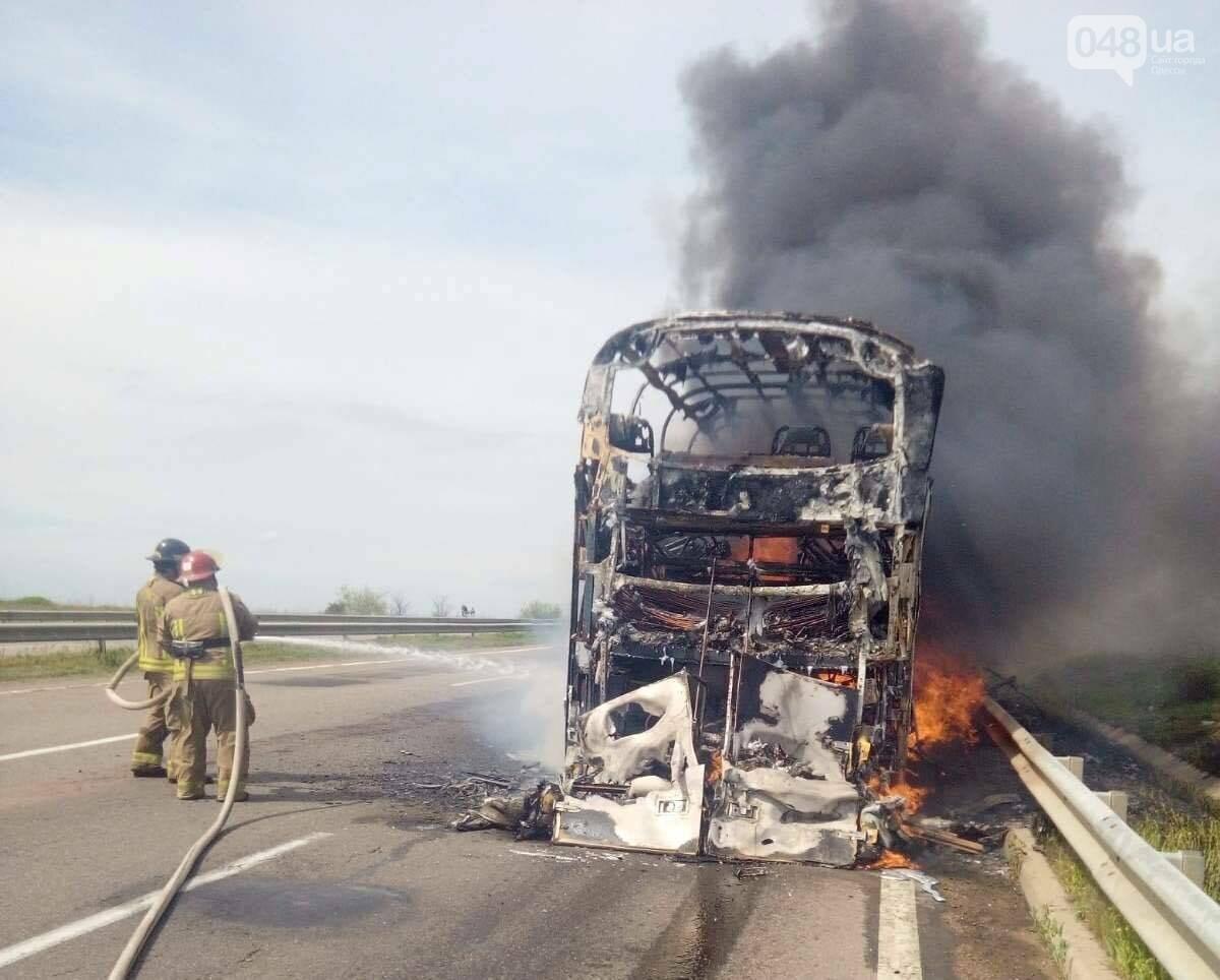 На трассе Одесса-Киев горит пассажирский автобус,- ФОТО, ВИДЕО, ДОПОЛНЕНО, фото-1
