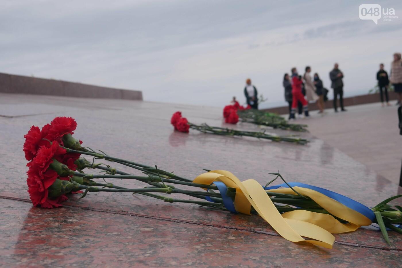 Бантики, гвоздики и маски: как школьники Одессы маршировали ко Дню Победы, - ФОТОРЕПОРТАЖ, фото-25