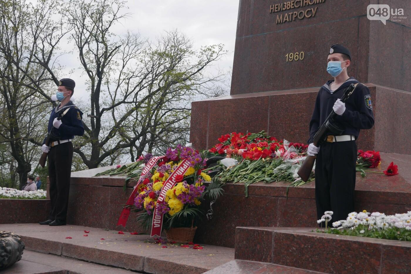 Бантики, гвоздики и маски: как школьники Одессы маршировали ко Дню Победы, - ФОТОРЕПОРТАЖ, фото-30