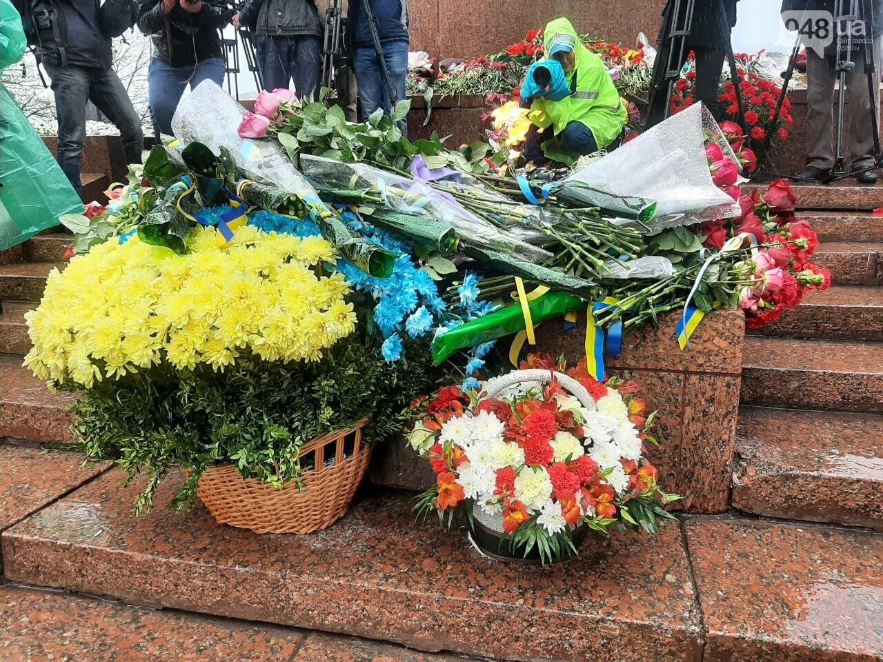 День памяти и примирения в Одессе: к вечному огню возложили цветы, - ФОТОРЕПОРТАЖ, фото-15