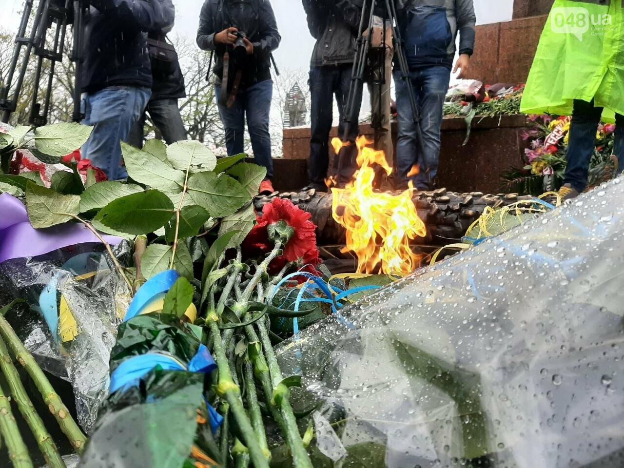 День памяти и примирения в Одессе: к вечному огню возложили цветы, - ФОТОРЕПОРТАЖ, фото-14
