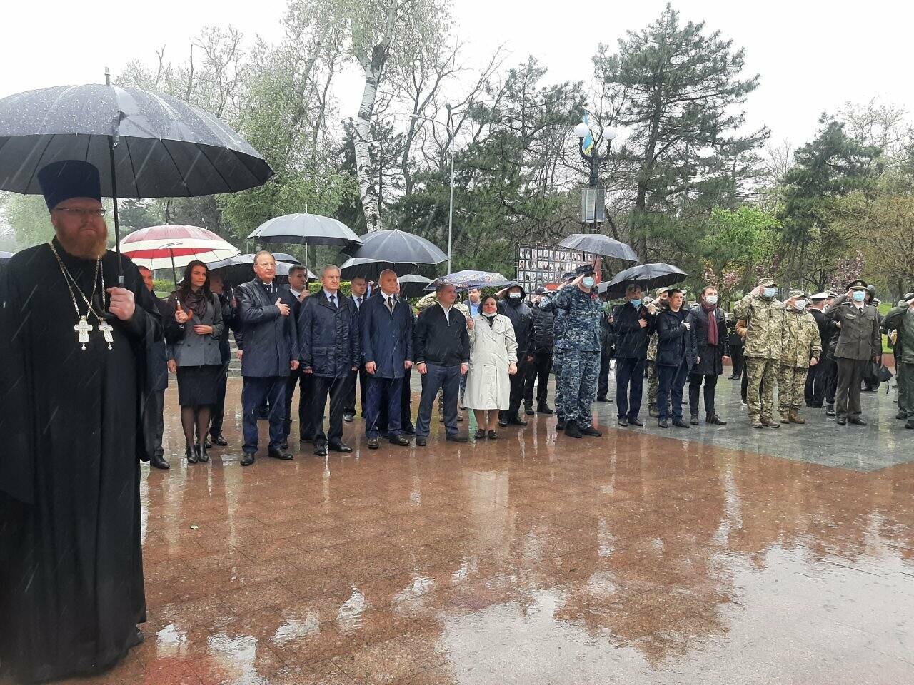День памяти и примирения в Одессе: к вечному огню возложили цветы, - ФОТОРЕПОРТАЖ, фото-12