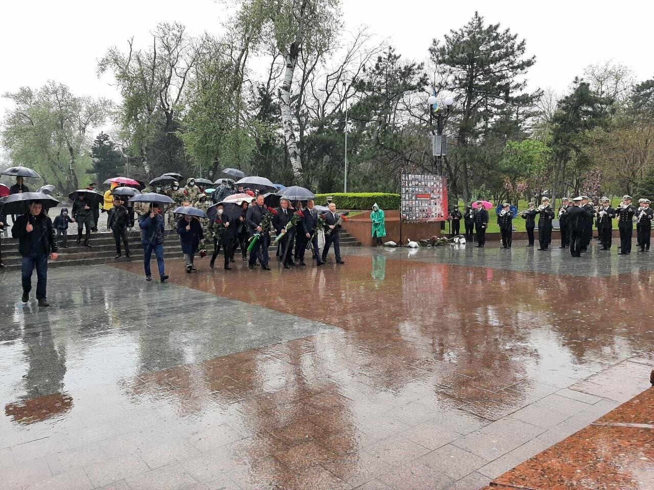 День памяти и примирения в Одессе: к вечному огню возложили цветы, - ФОТОРЕПОРТАЖ, фото-9