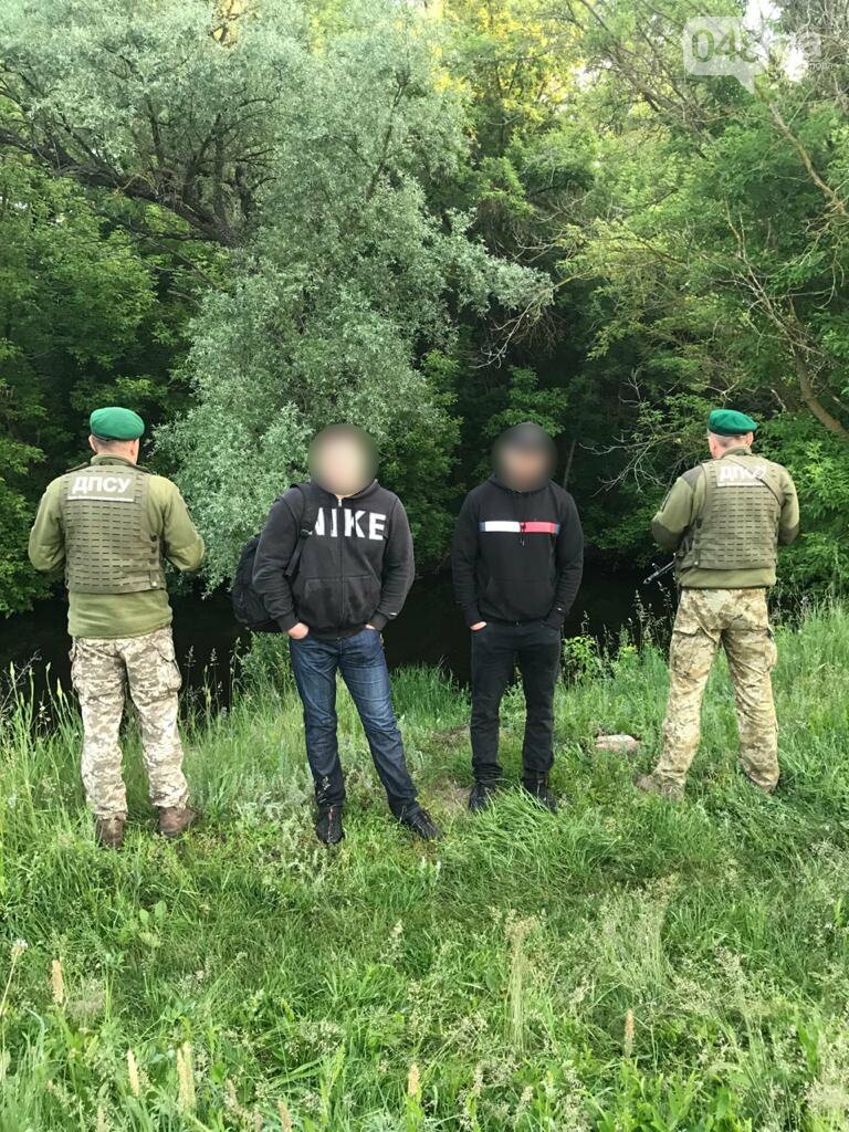Хотели отдохнуть в Одессе: пограничники поймали двух россиян, - ФОТО, ВИДЕО, фото-1