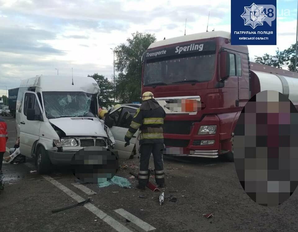 На трассе Киев - Одесса произошло ДТП между маршруткой и грузовиком, - ФОТО, фото-2