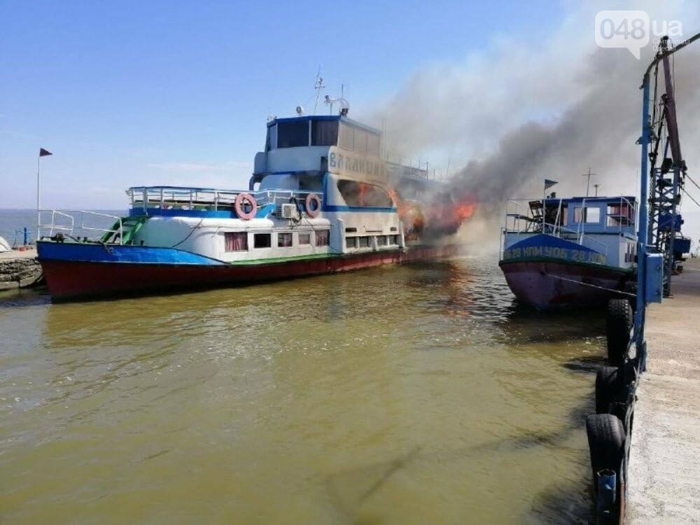 В Одесской области горел прогулочный катер: есть пострадавший, - ФОТО, фото-1