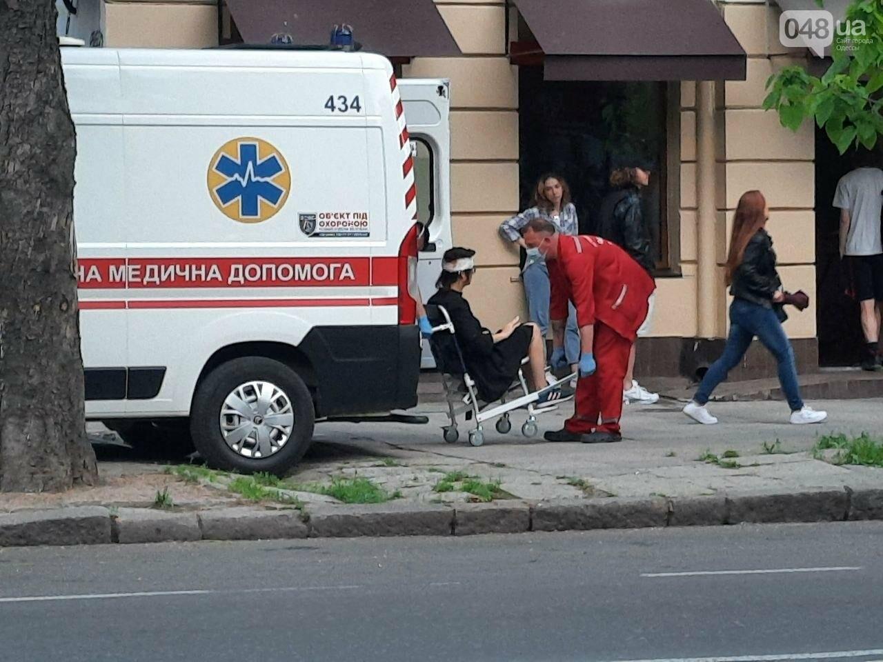 Разбила голову: в центре Одессы девушка упала с электросамоката, - ФОТО, фото-7