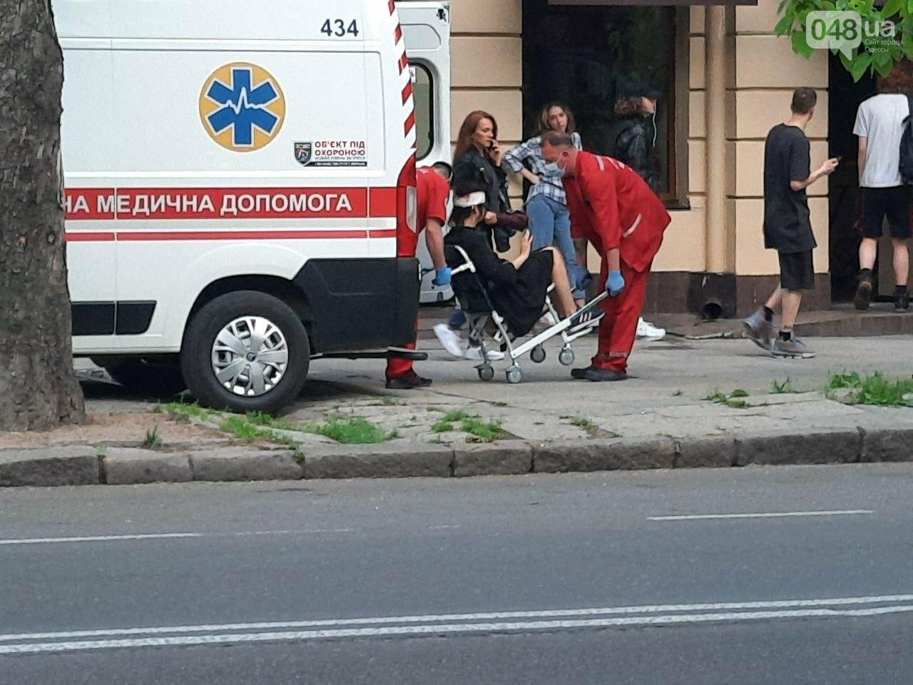 Разбила голову: в центре Одессы девушка упала с электросамоката, - ФОТО, фото-5