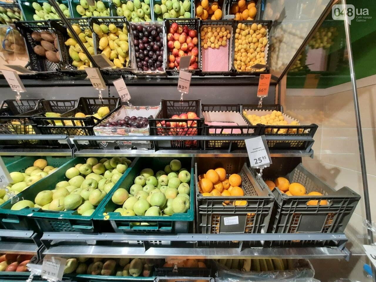Клубника, черешня, нектарин: мониторинг цен на сезонные фрукты и ягоды в одесских супермаркетах, - ФОТО, фото-1