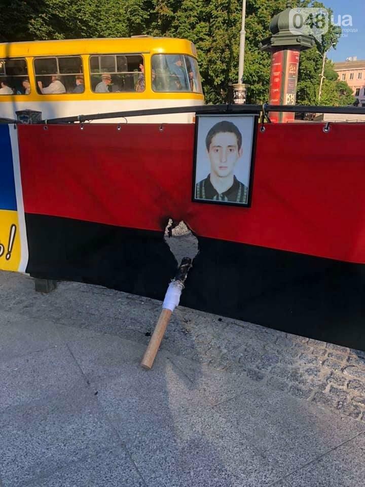 В Одессе ночью подожгли мемориал погибшим евромайдановцам,- ФОТО, фото-1