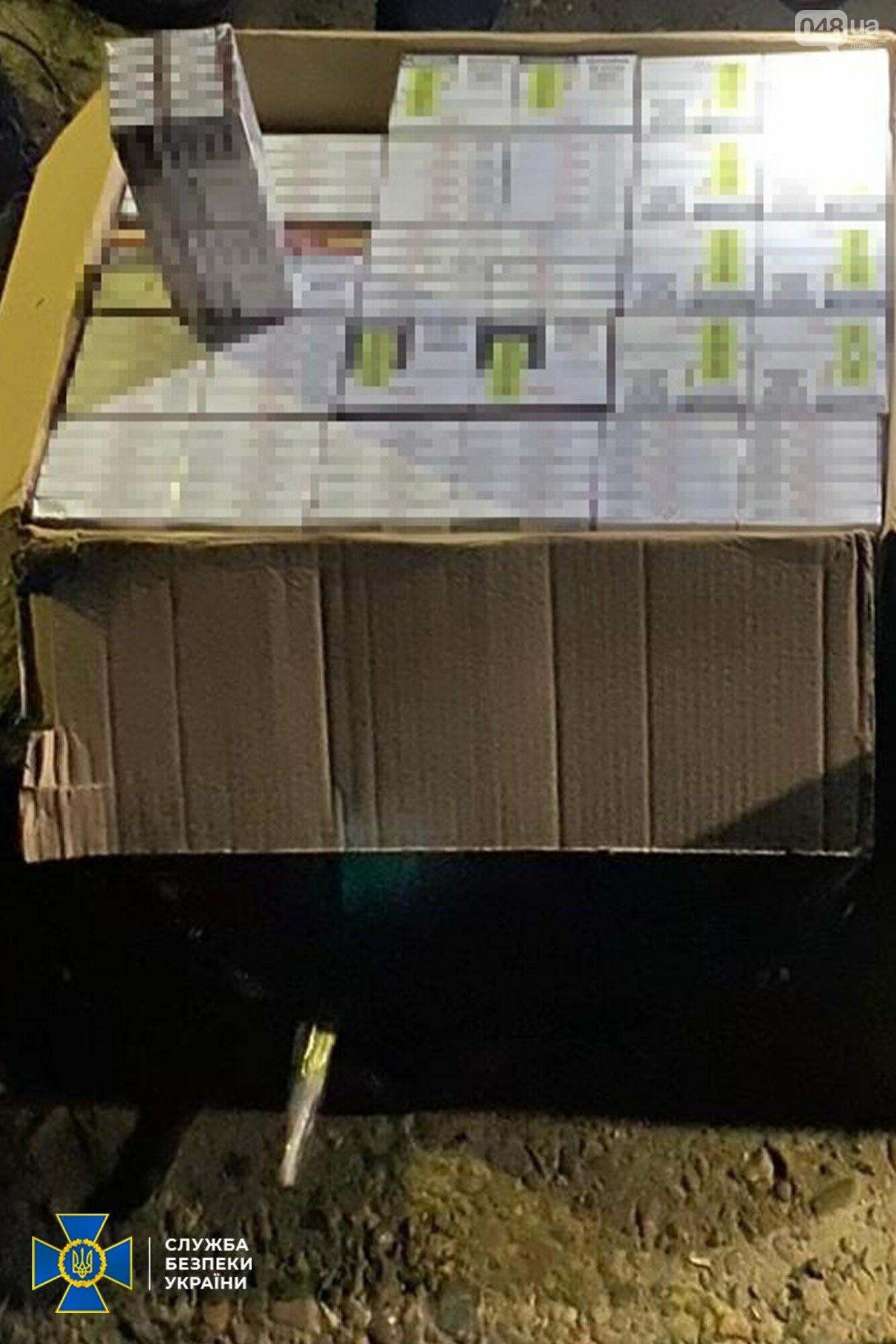 Оружие, контрабанда и нелегалы: сотрудники СБУ разоблачили международную преступную группу, - ФОТО, фото-2