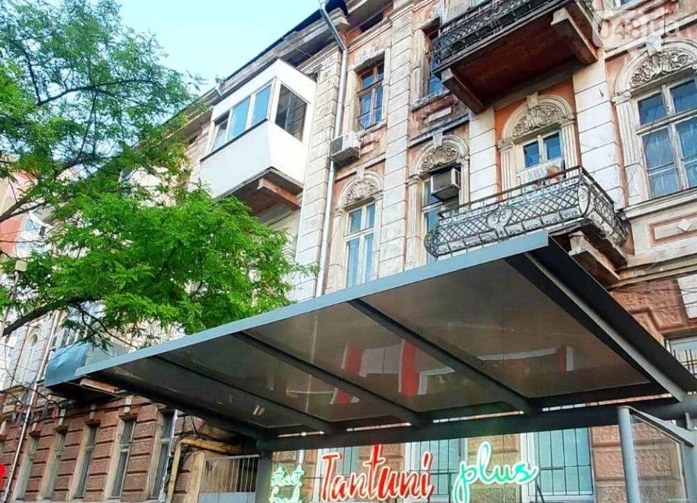 В Одессе от крыши откололась бетонная плита: спасатели ликвидировали опасность, - ФОТО, ВИДЕО, фото-1