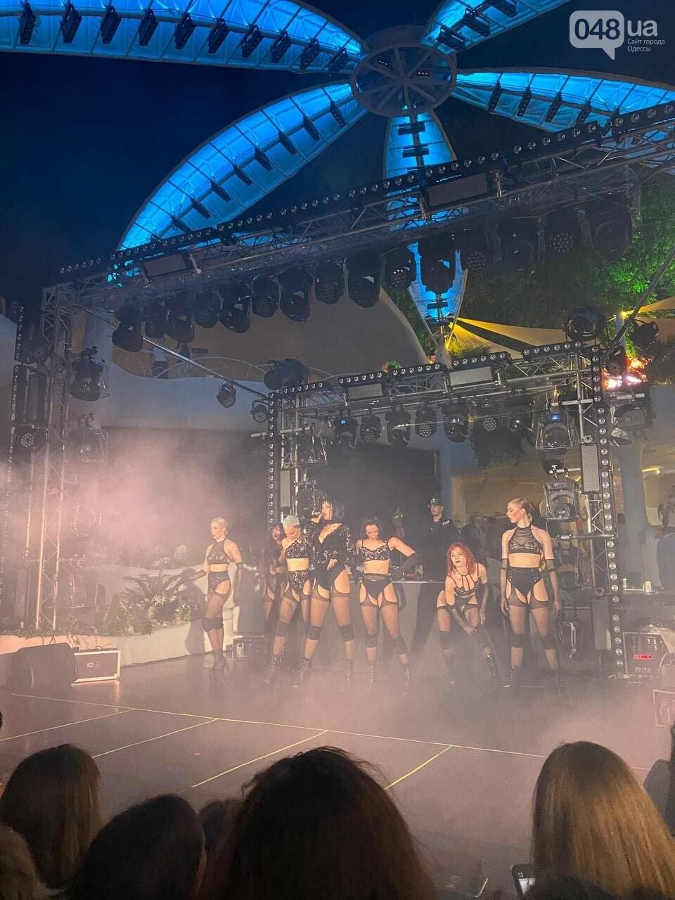 Марув в Одессе спела новый трек и полила фанатов шампанским,- ФОТО, ВИДЕО, фото-1