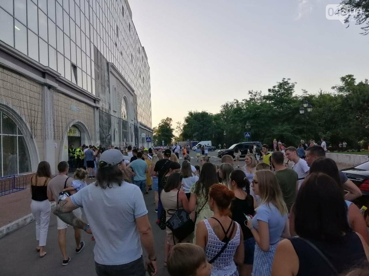 Монатик на стадионе спел все песни об Одессе, - ФОТО, ВИДЕО, фото-3