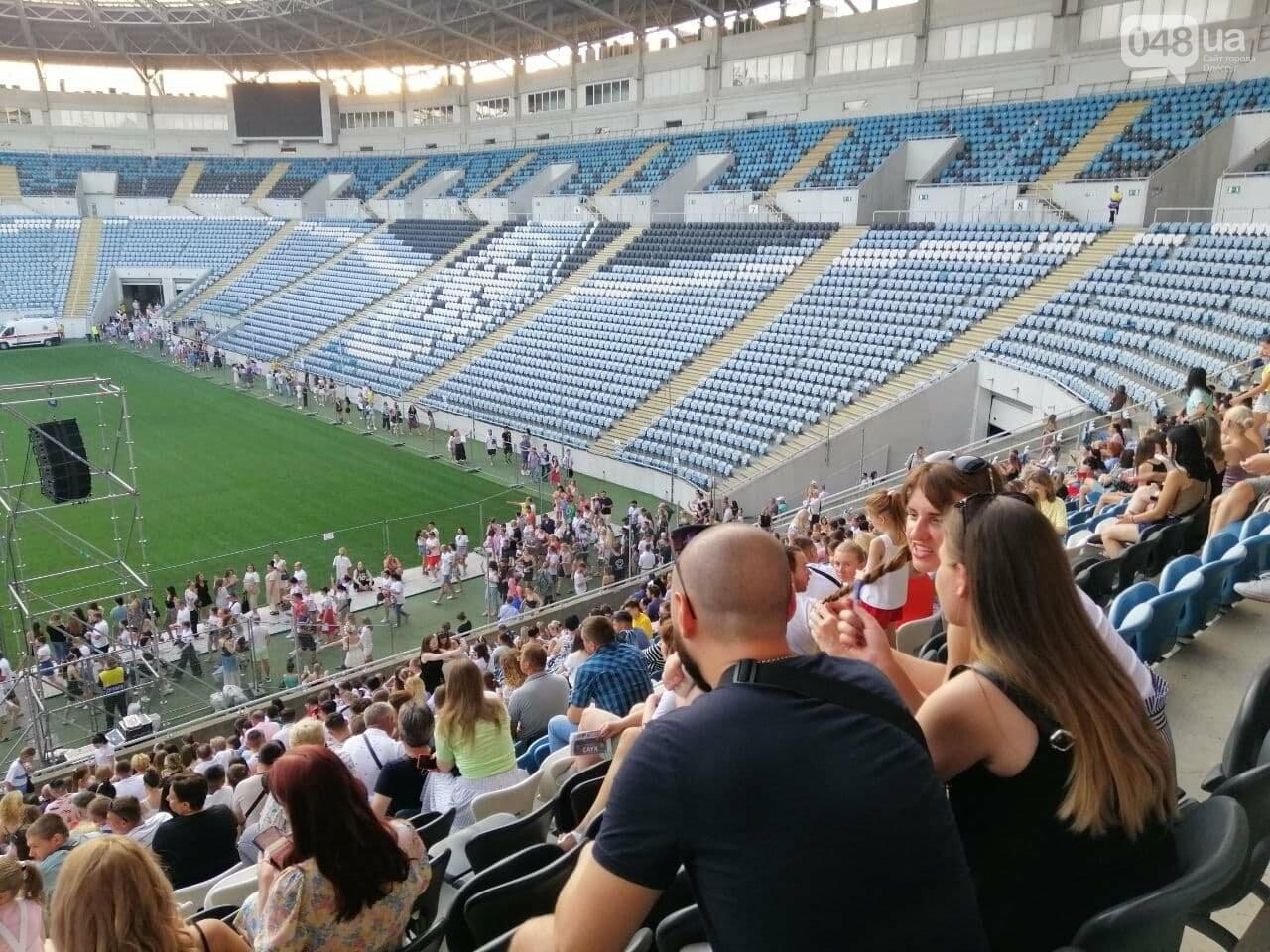Монатик на стадионе спел все песни об Одессе, - ФОТО, ВИДЕО, фото-5