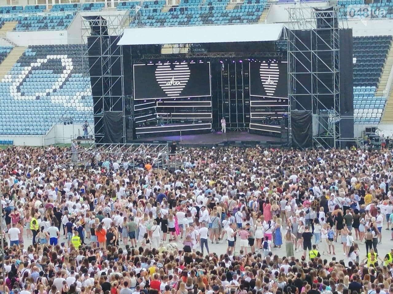 Монатик на стадионе спел все песни об Одессе, - ФОТО, ВИДЕО, фото-4