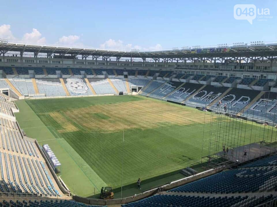 "В Одессе на стадионе ""Черноморец"" пожелтела трава после концерта Монатика,- ФОТО, фото-2"
