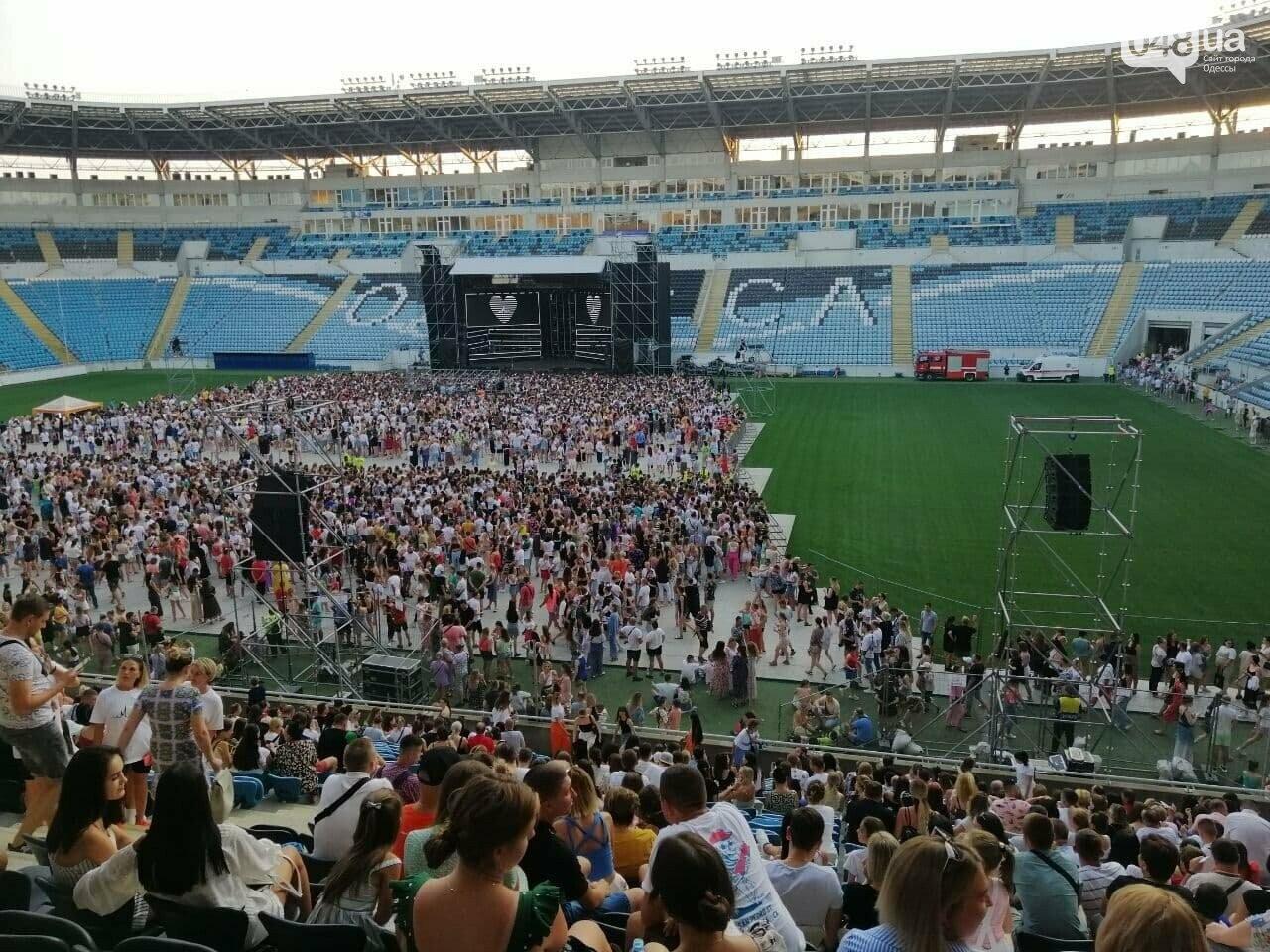 "В Одессе на стадионе ""Черноморец"" пожелтела трава после концерта Монатика,- ФОТО, фото-3"