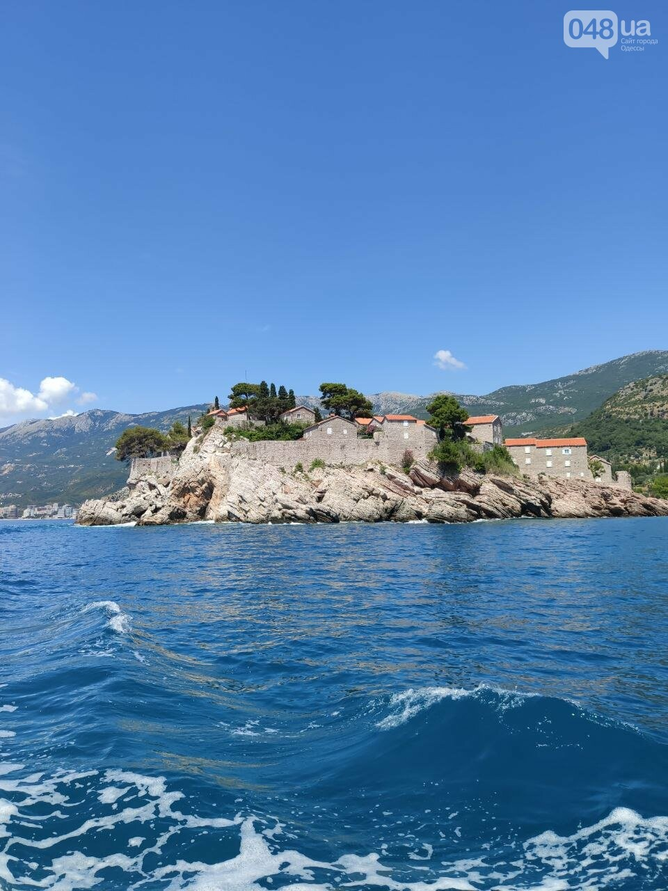 вид на остров Свети Стефан с катера