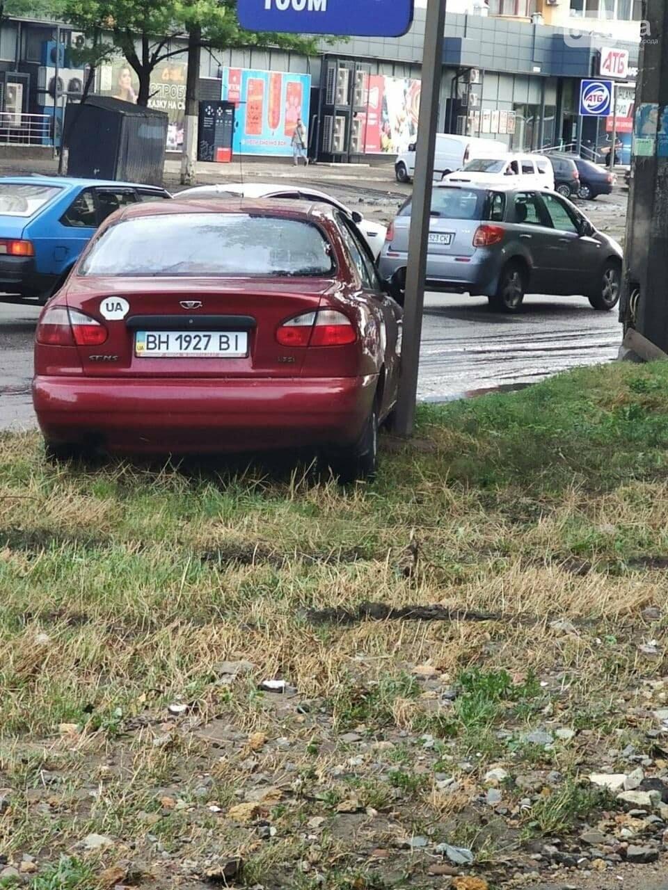 Ливень в Одессе: на ул. Балковской стихия затопила и помяла автомобили,- ФОТО, ВИДЕО, фото-4